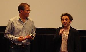 ロベルト・スネイデル監督(左)とPDのアルベルト・カレロ・ルゴ氏(右)