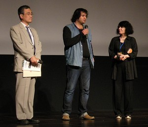 中央:サマン・サルール監督
