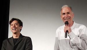沖縄先行上映 初日舞台挨拶にて 満島真之介さん、ロジャー・パルパース監督