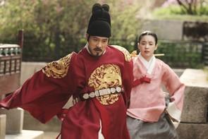 『王になった男』場面3
