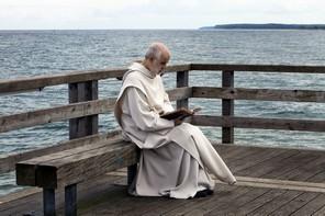 『修道士は沈黙する』場面1
